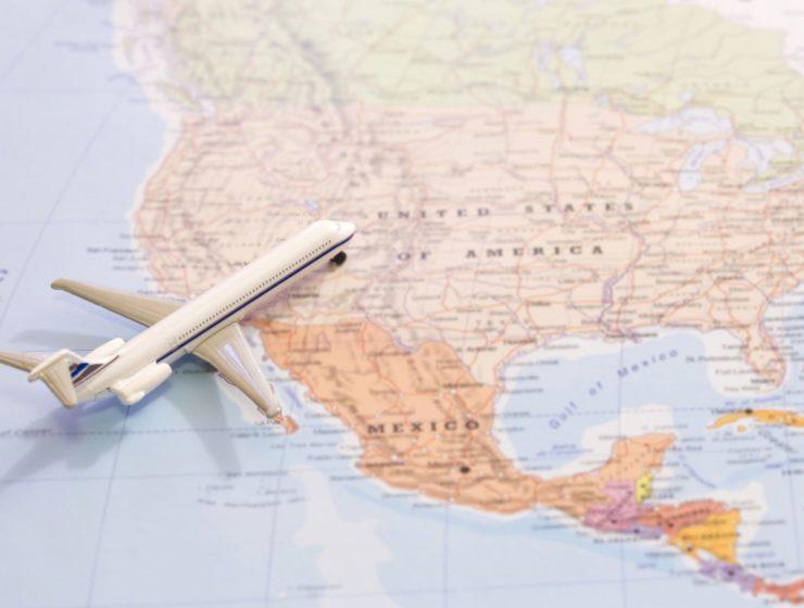 Flugzeug auf Weltkarte - USA - United Airlines zwischen Zürich und Schweiz