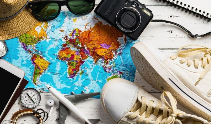 Weltkarte - Brille - Reisegadgets