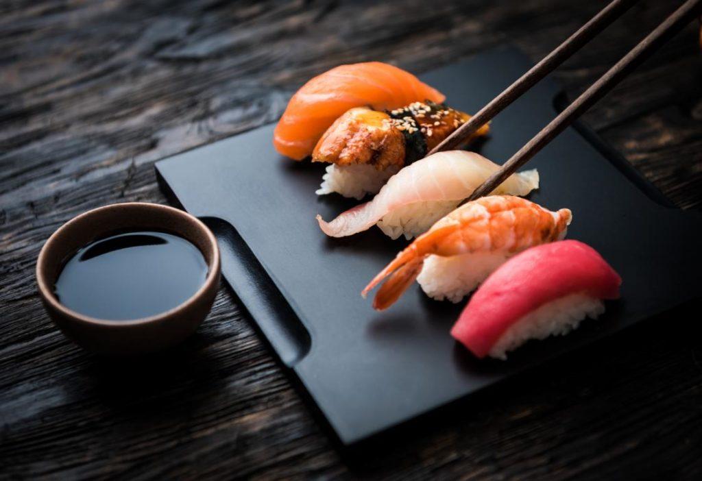Fakten über Sushi, Sojasoße, Essstäbchen, Japan