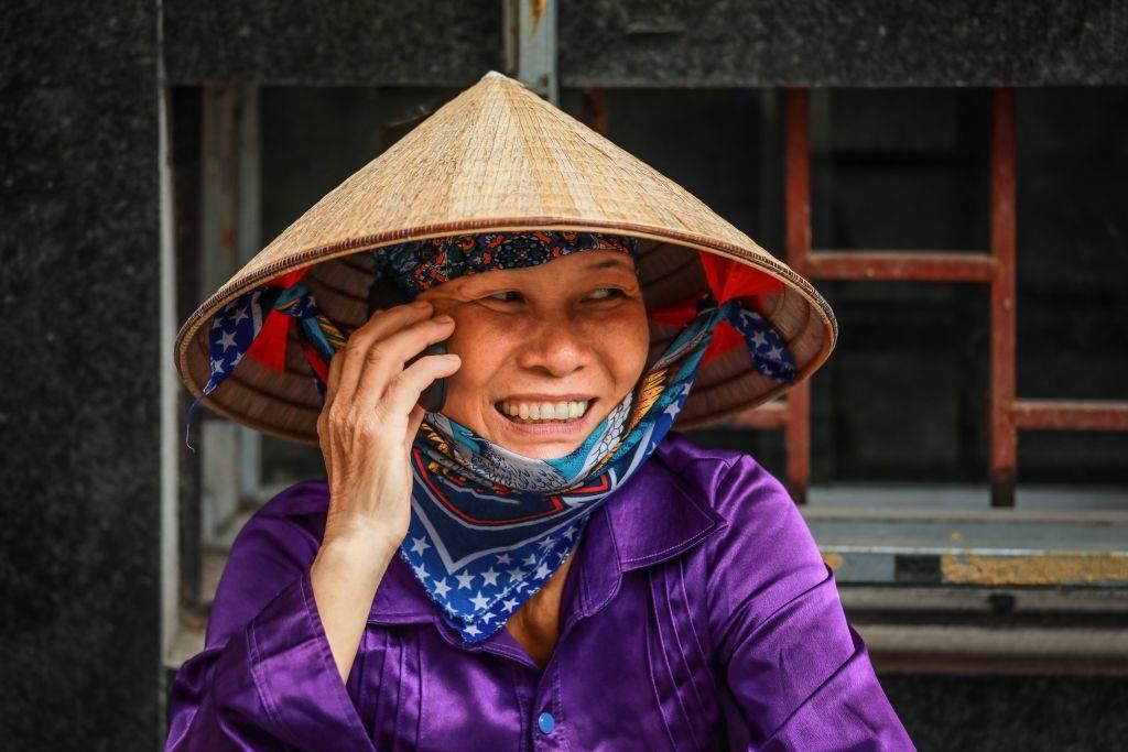 Lächelnde Vietnamesin, Vietnam Urlaub Tipps und Informationen